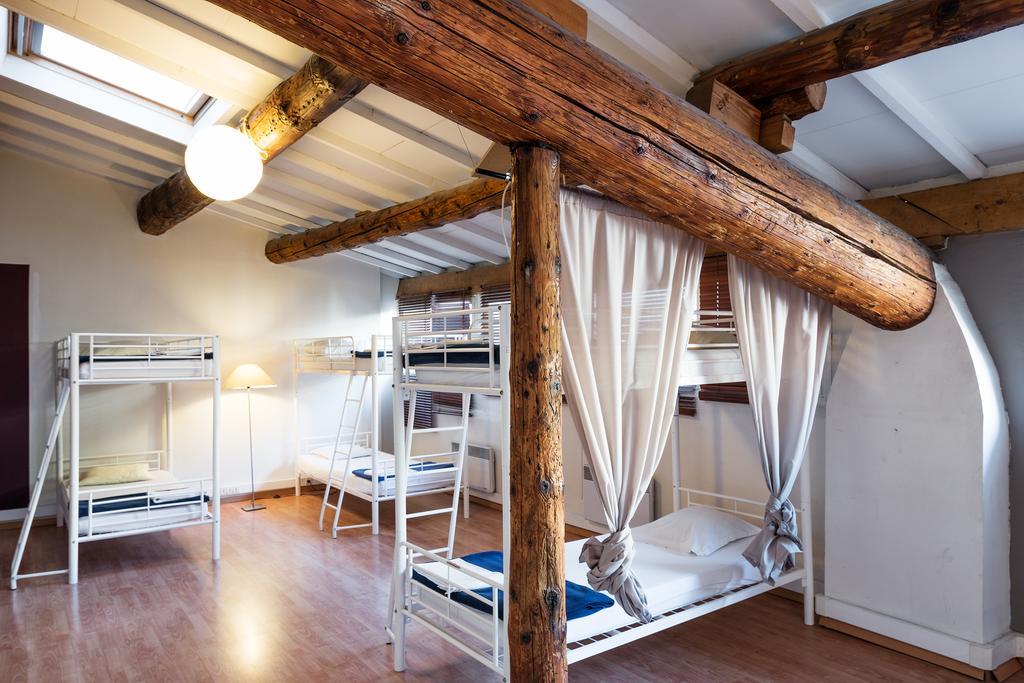 Dortoir auberge de jeunesse à Marseille